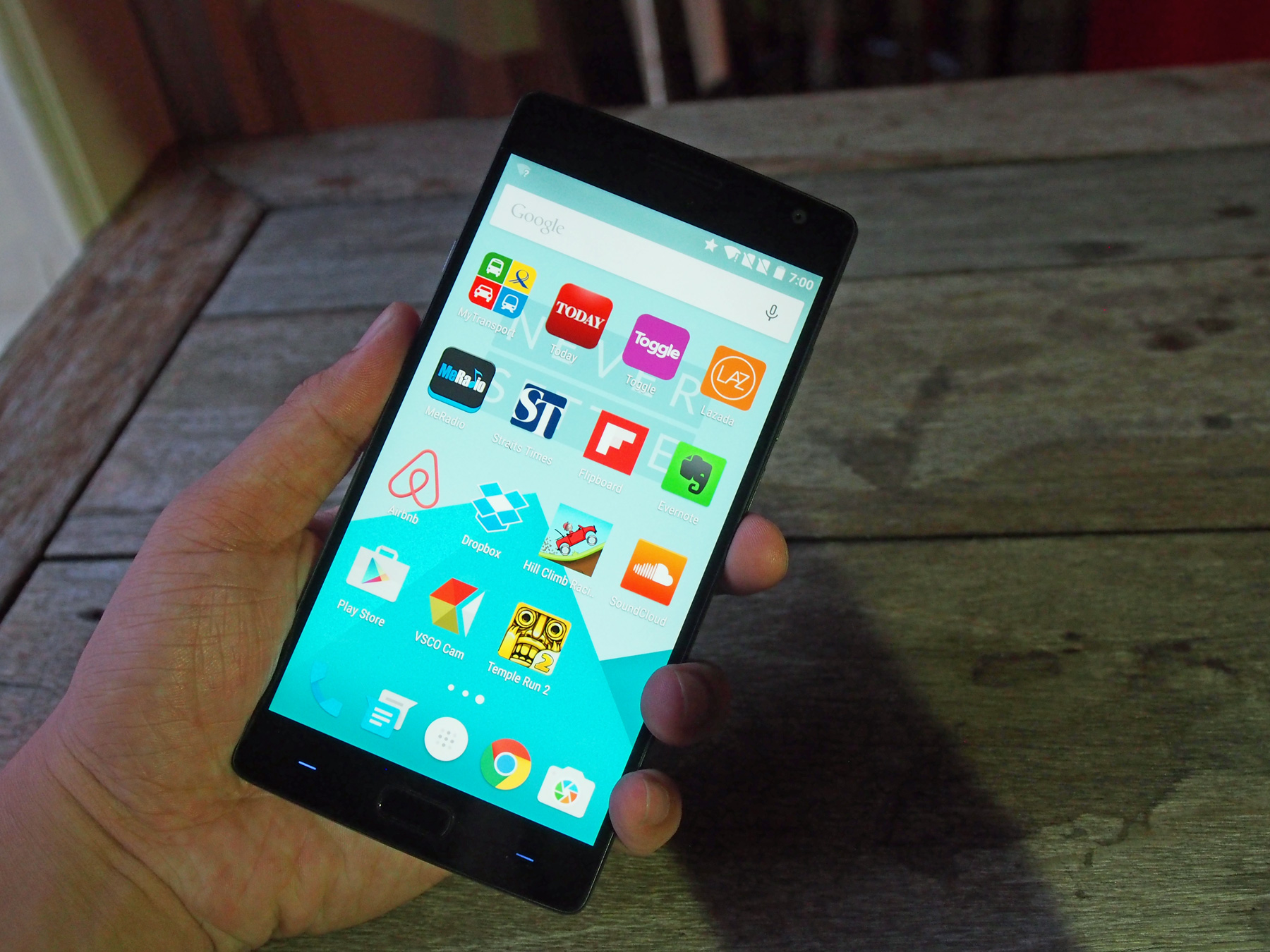 The OnePlus 2 has a nicely-lit 5.5-inch Full HD panel (1,920 x 1,080 pixels) at 401ppi.