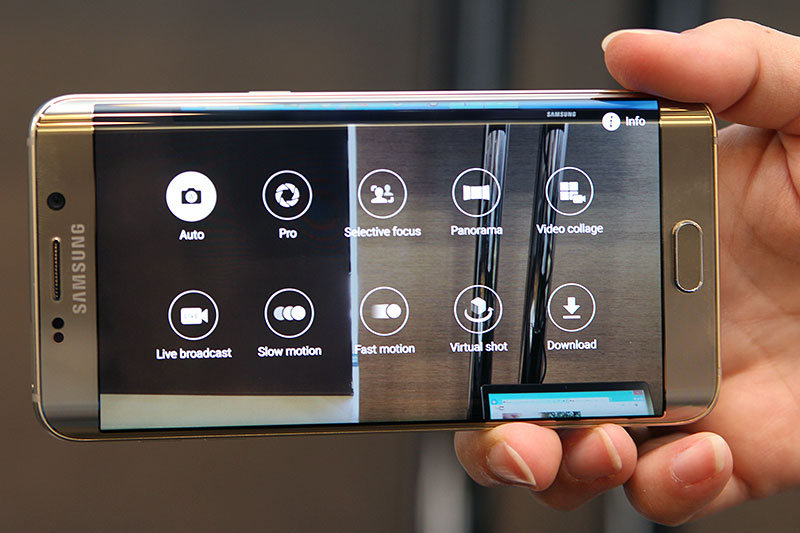 From The Sides Its Not Hard To See That Galaxy Note 5 Resembles S6 Edge More Than Regular Weve Individual Volume Buttons On