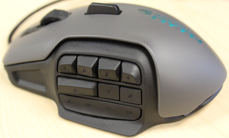 The modular thumb zone can accept buttons or covers, each of which come in two different types. Single buttons, as seen in the top row and double buttons, which take up two button placements, as seen in left side of the middle row. The right side of the middle row has single covers and the bottom row has a single quad cover, which seal off sections of the mouse you don't want to use.