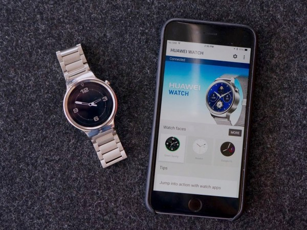 Google's cross-platform support between their Android Wear and Apple's iPhone is a welcomed initiative, but it goes without saying that there will be some compatibility issues to address in the future. <br> Image source: The Verge.