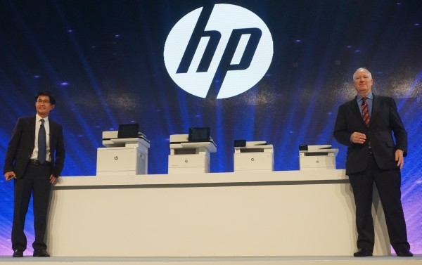 From L-R: Han Kong Leong, Vice President, Printing Systems, HP Asia Pacific and Japan, and Richard Bailey, Senior Vice President, HP, standing with their companie's new printers.