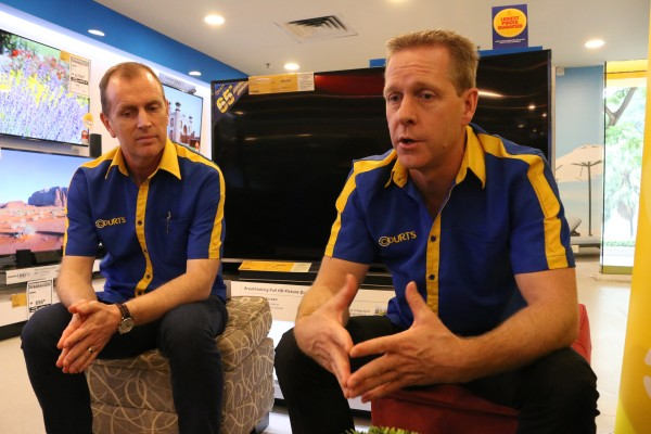 From L-R: Paul Malcolm, Head of Technology, Courts (Malaysia) Sdn Bhd, and Tim Luce, Country CEO for Courts Malaysia, giving us the low-down behind the Ultimate Screen Concept section at their Setapak outlet.