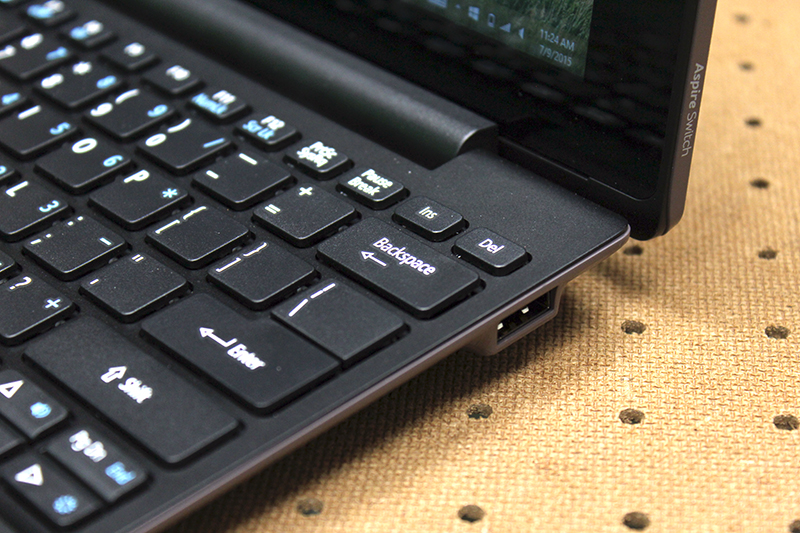 The keyboard dock has a full-sized USB 2.0 port, which makes it convenient to connect to external storage devices and peripherals.