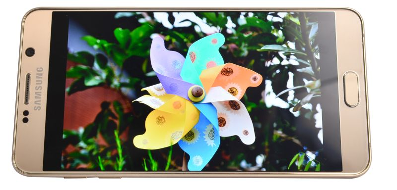 Quad HD Super AMOLED with 518ppi. Need we say more?
