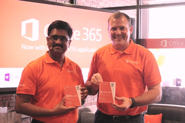 From L-R: Ananthram Balakrishnan, Business Group Lead, Apps Services and Marketing, Microsoft Malaysia and Bruce Howe, Director, Consumer Channels Group, Microsoft Malaysia during the launch of Office 2016.