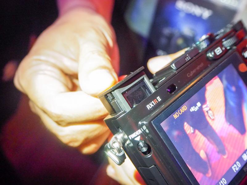 The retractable XGA OLED viewfinder.