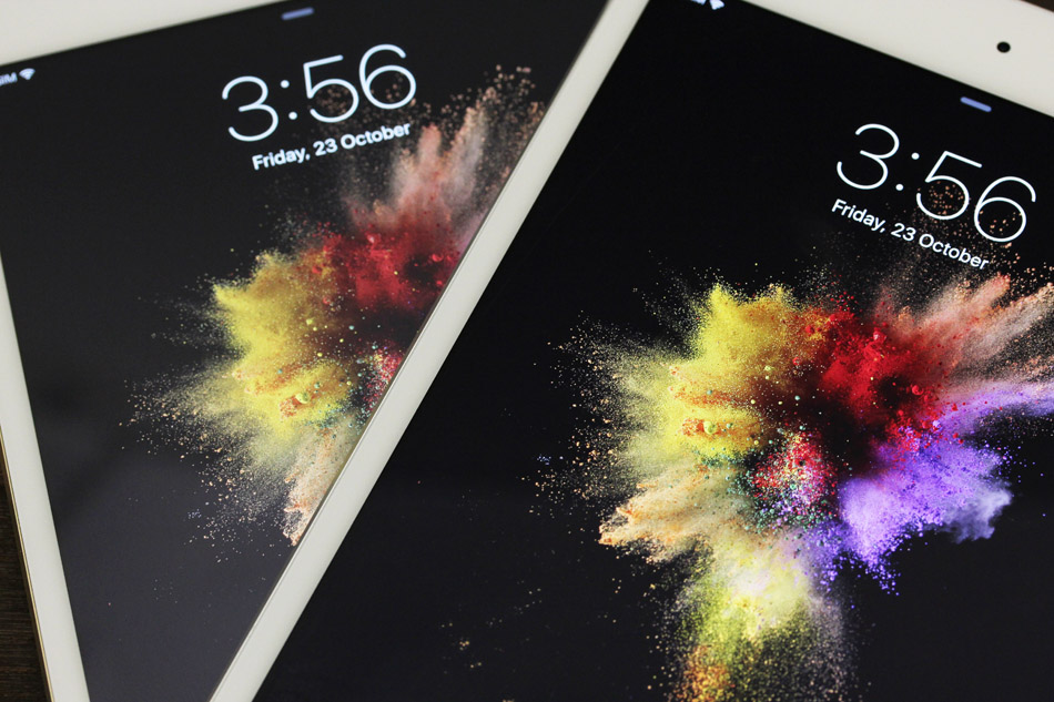 The iPad Mini 4's display (on top) is brighter and more vibrant than last year's Mini 3.