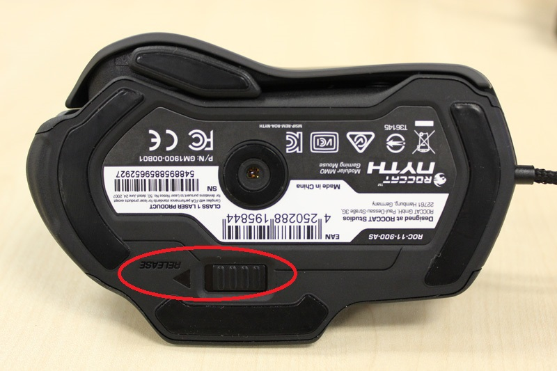 Depending on what type of sidegrip you use, the mouse profile changes dramatically. The Release slider (circled in red) on the bottom of the mouse is meant for the Modular Thumb Zone, as it releases whatever you have currently slotted in when you slide it aside.