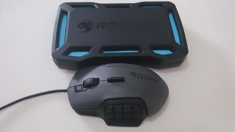 The Roccat Nyth even has its own box that can hold all the default extra keys and sidegrip.