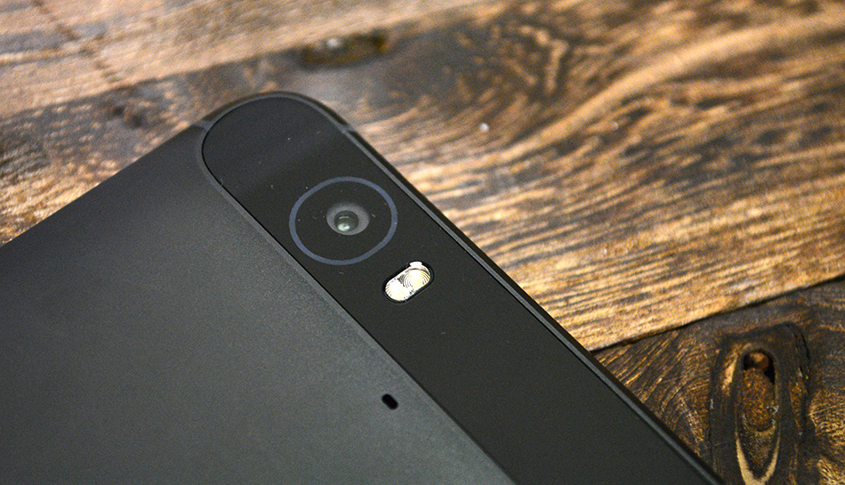 The 12.3MP rear camera features laser autofocus and a two-tone LED flash.