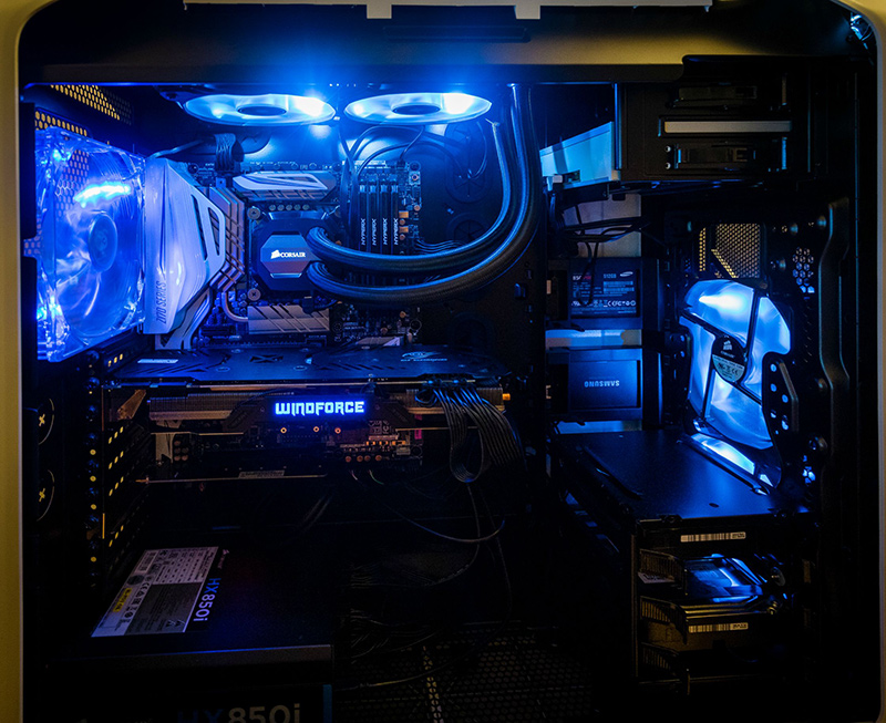 You can't see it from here, but that's actually a Corsair Graphite 780T case in white. It's matched with an ASUS Z170 Deluxe motherboard with white heatsinks, a Gigabyte GeForce GTX 980 Ti WindForce card, and 256GB and 512GB Samsung 850 Pro SSDs. (Image Source: papawayne)