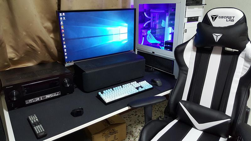 A white-themed setup, including a Secretlab Throne V1 in Spectre White! (Image Source: royfrosty)
