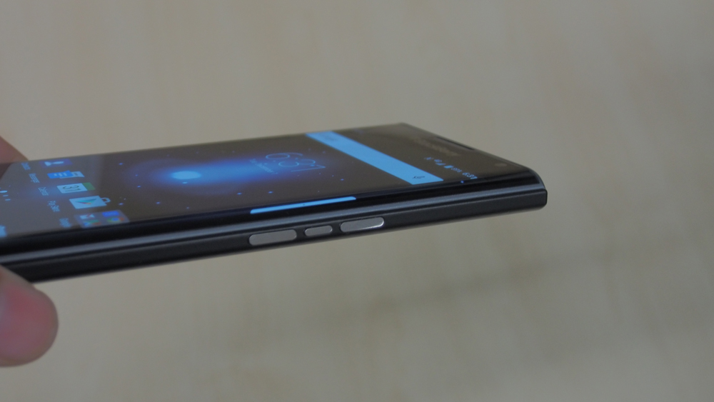 Here's a better look at the curved screen and the volume rockers. In the middle is a button to activate Silent Mode.