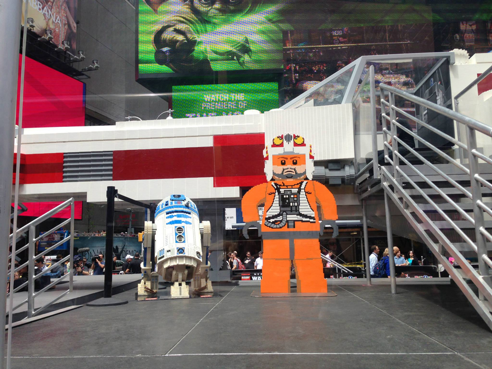 It's not just the X-wing that's impressive - that R2D2 seems quite neat too.