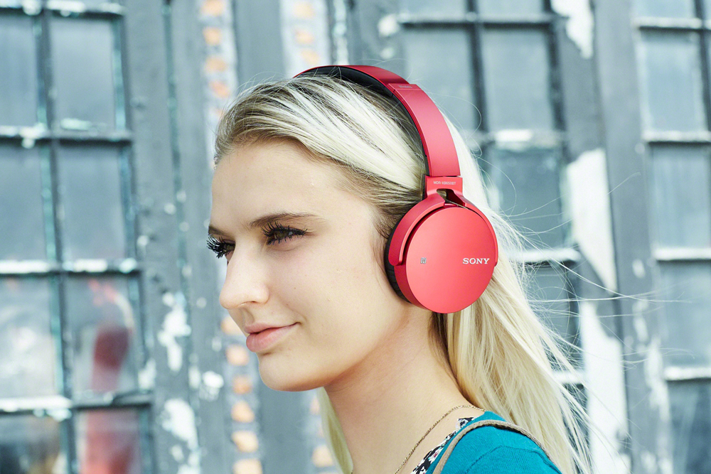Besides the EXTRA BASS feature, the MDR-XB650BT headphones are wireless too.