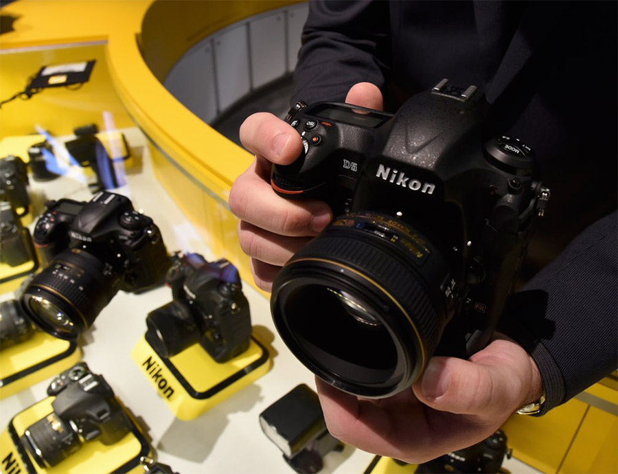 The Nikon D5 sports an in-house-developed 20.8MP CMOS sensor, an all-new 153-point AF system, 4K UHD video capture, and an Expeed 5 image processor. (Image source: Nikon USA Twitter.)