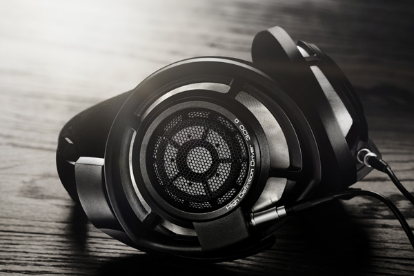 4a1ab31efc4 Sennheiser unveils a new improved top-of-the-line model – the HD 800 ...
