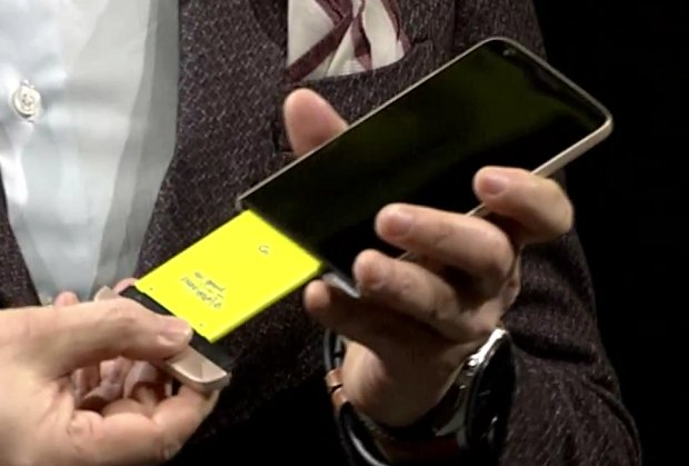 "LG G5 features a quick swap battery through its famed ""Magic Slot"" design."
