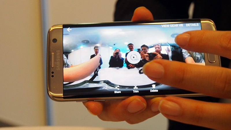 You can preview the stitched footage in the smartphone itself.