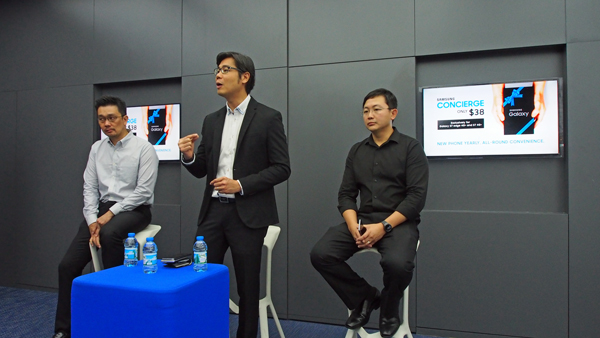 Eugene Goh, Vice President, IT & Mobile, Samsung Electronics Singapore (center) leading the discussion on Samsung Concierge and its services.