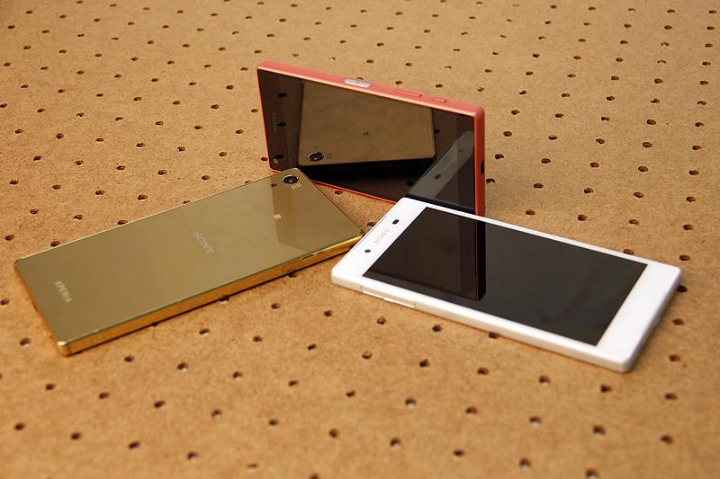 Sony Xperia Z5 Premium (left), Sony Xperia Z5 (right), Sony Xperia Z5 Compact (top).
