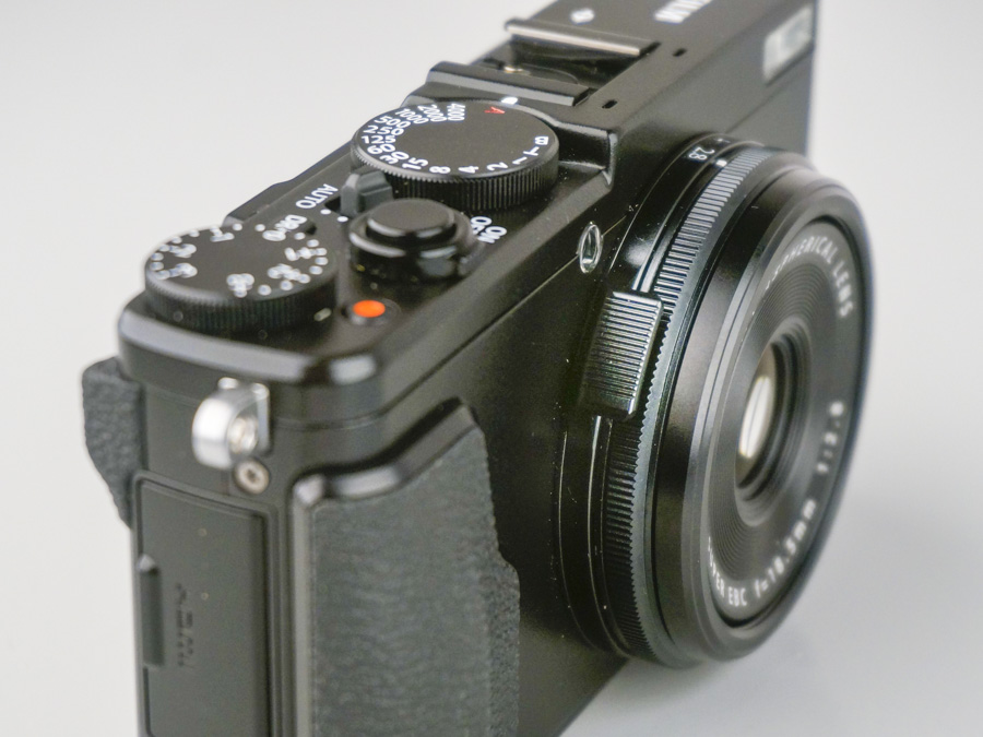Aperture or teleconverter? The little tab on the first ring lets you distinguish between the functions.