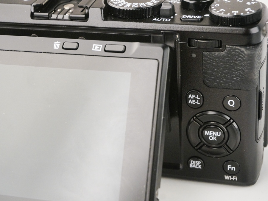 FUJIFILM has managed to fit both the image review button and the delete button on a slim sliver at the top of the LCD.