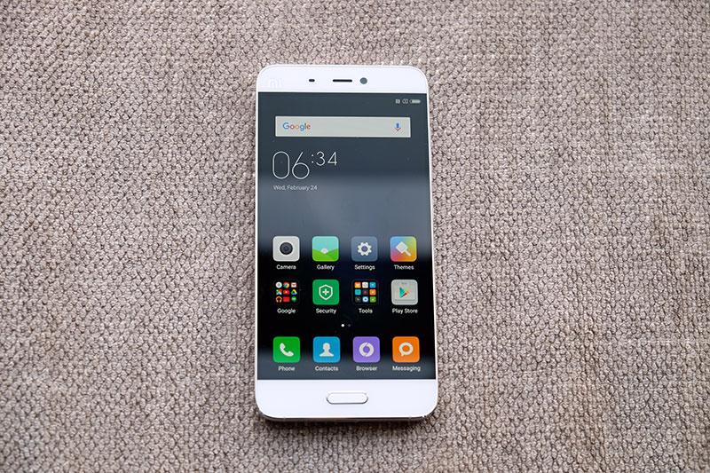 Xiaomi Mi 5 front