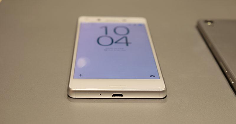 Sony Xperia X bezel