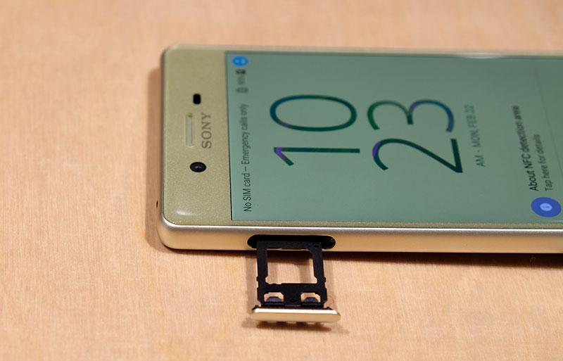 Sony Xperia X SIM card tray