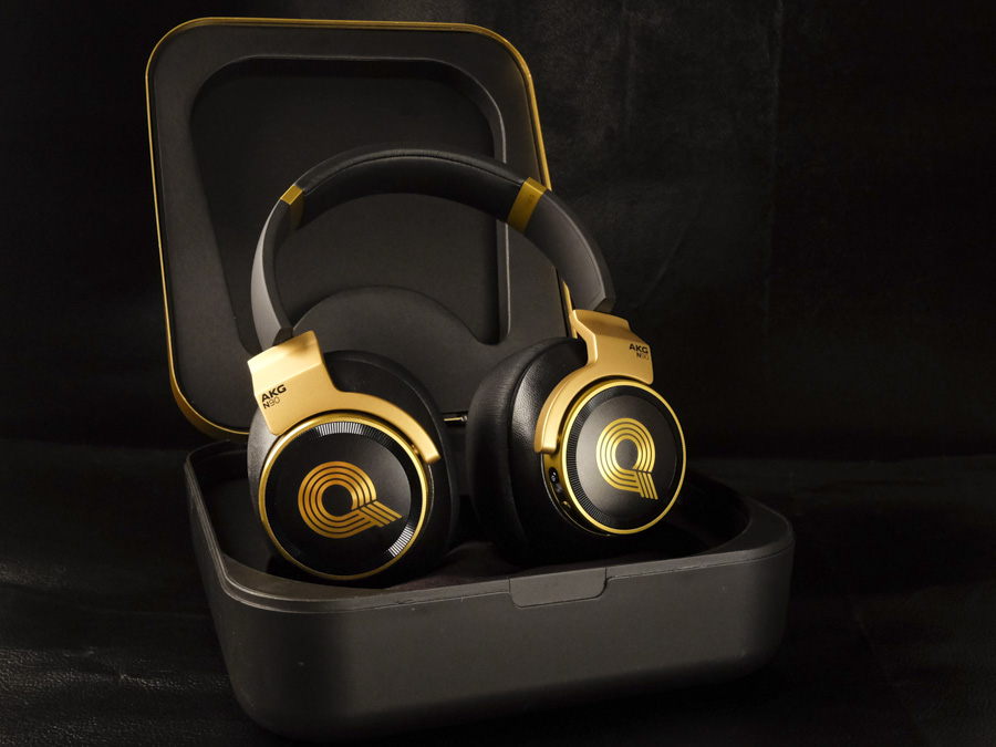 c9213dd07ed A large Q is emblazoned on both ear cups, and on top of each face plate  you'll find an aluminum control ring. The one on the right ear cup adjusts  volume, ...