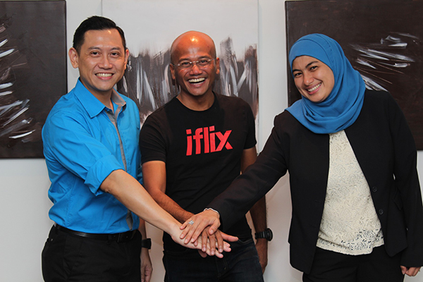 From L-R: Zalman Aefendy Zainal Abidin, Chief Marketing and Sales Officer of Celcom Axiata Berhad; Azran Osman Rani, Group Chief Executive Officer and Chief Operating Officer of iflix Malaysia; and Masdiana Sulaiman, Head of OTT Celcom Axiata Berhad.