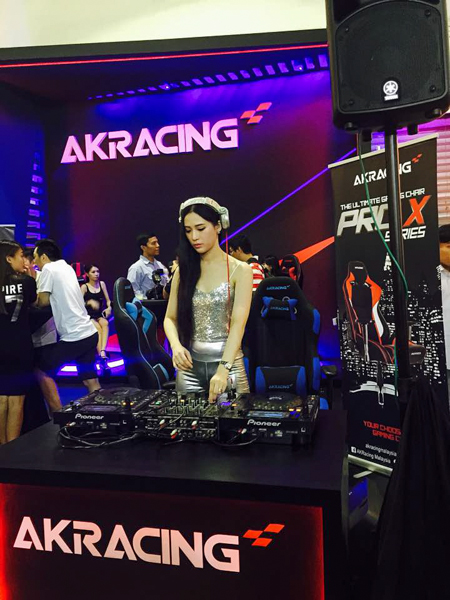 Akracing Gaming Chairs Lets You Dominate Your Enemies In