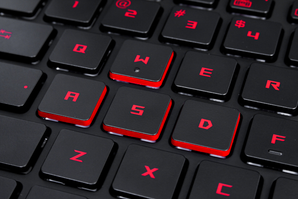 The WASD keys of the ROG G752 have sides that are in red because, you know, gaming.