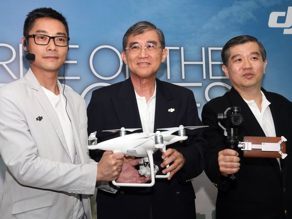 From L-R: Kevin On, Associate Director of Communication at DJI; Foo Sen Chin, Chairman of ECS ICT Berhad; and Soong Jan Hsung, Chief Executive Officer at ECS ICT Berhad.
