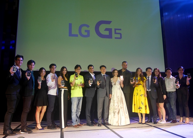 LG executives and brand ambassadors during the launch of the G5.
