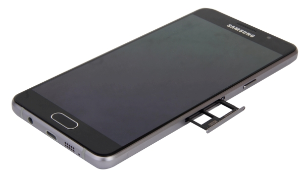 ... and the power button with the tray for the Nano-SIM and Nano-SIM/microSD combo.