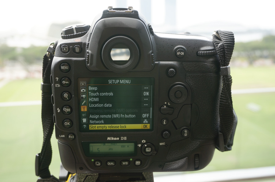 It's a familiar layout for Nikon professionals.