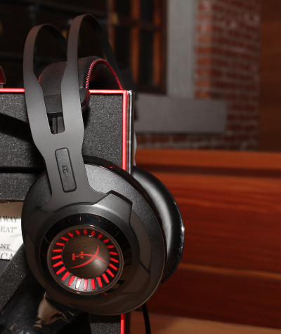 They HyperX Cloud Revolver sports that same bright, devilish red accent and aero-grade build quality that Kingston has used with their previous HyperX gaming headphones models.