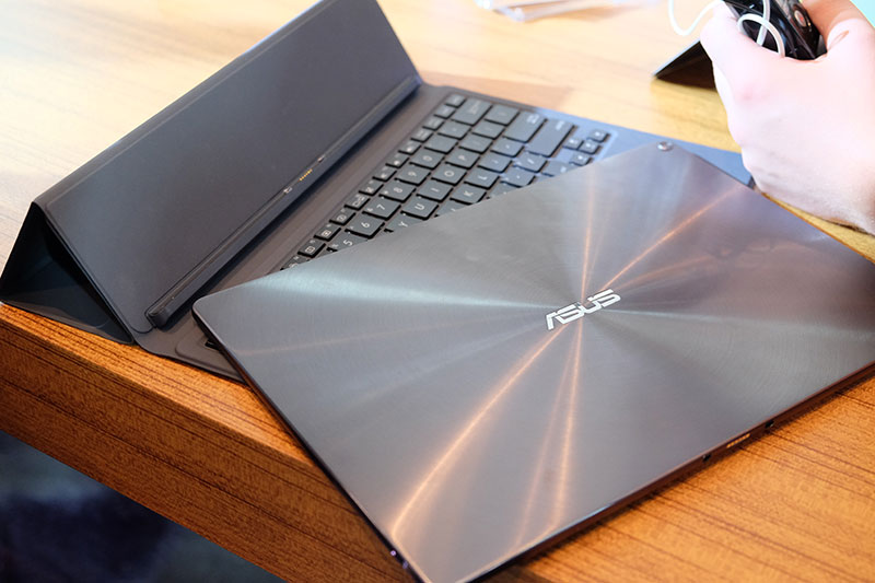 ASUS takes aim at the Surface Pro with the Transformer 3 ...