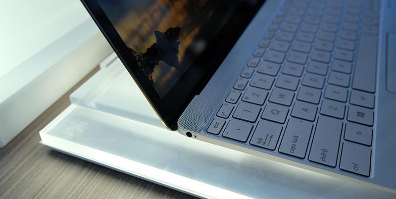 ASUS ZenBook 3 headphone jack