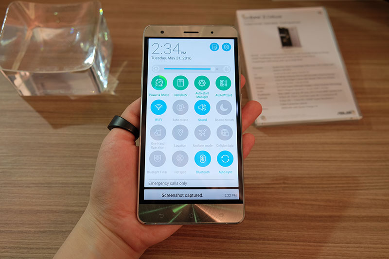 hands on with the asus zenfone 3 deluxe. Black Bedroom Furniture Sets. Home Design Ideas