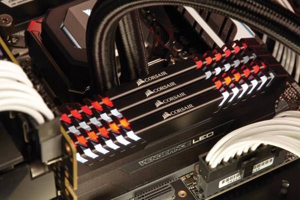 Corsair's new Vengeance LED DDR4 RAM now pulsates in two colors: white or red.