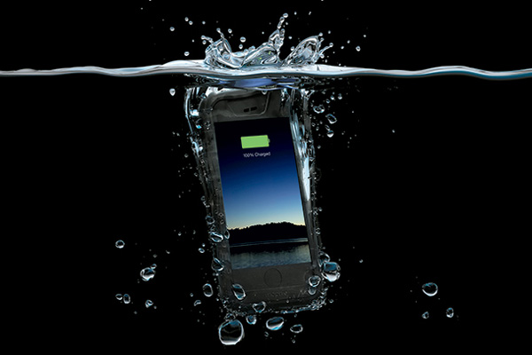 promo code a02bc e5458 Mophie's new H2Pro juice pack lets you take your iPhone for a dip ...