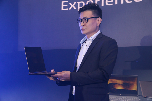 Frankie Chan, Business Director for PC Category, HP PPS Sales Sdn. Bhd. holding up the HP Spectre 13.