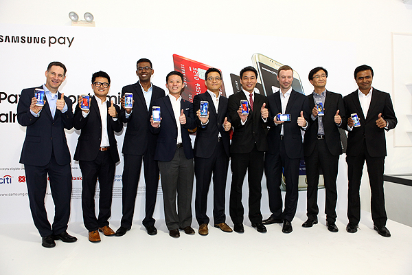 Pictured: Samsung's high-level executives with partners from collaborating banks and major card payment networks.