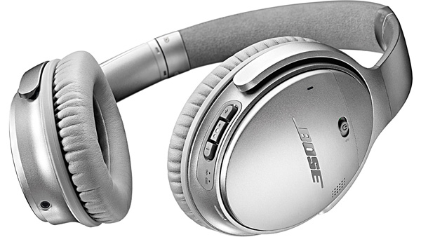 The QC35 holds a custom lithium ion battery that allows for up to 20 hours of wireless listening.