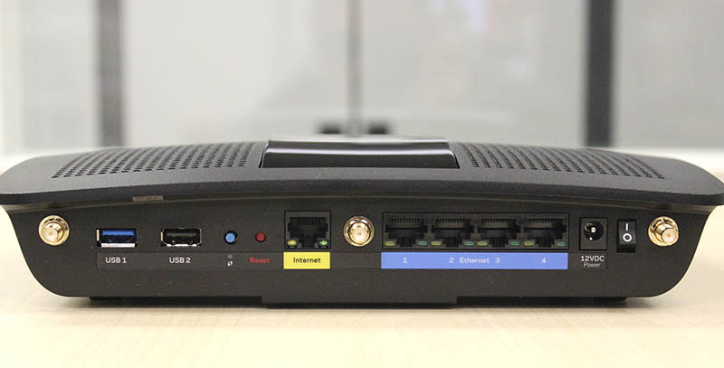 The Linksys EA7500 comes with all the ports that one might expect to find on a high-end router.