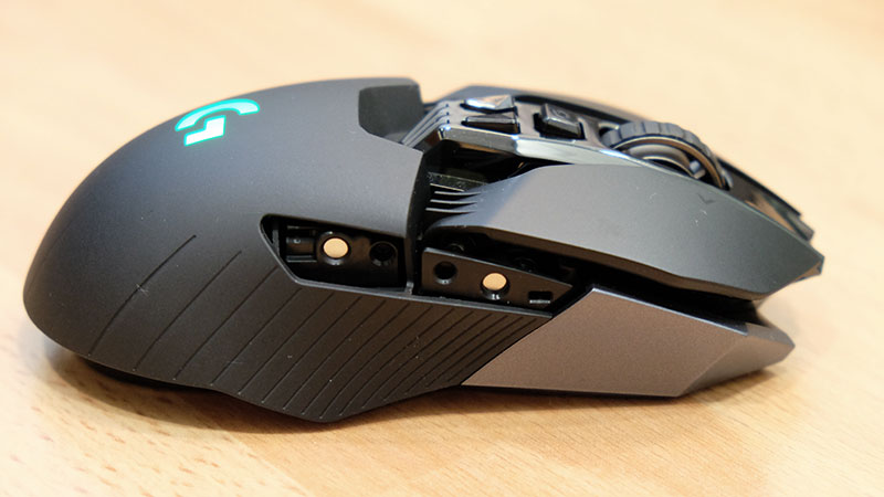 Here's a look at the right side of the mouse with the button covers removed.