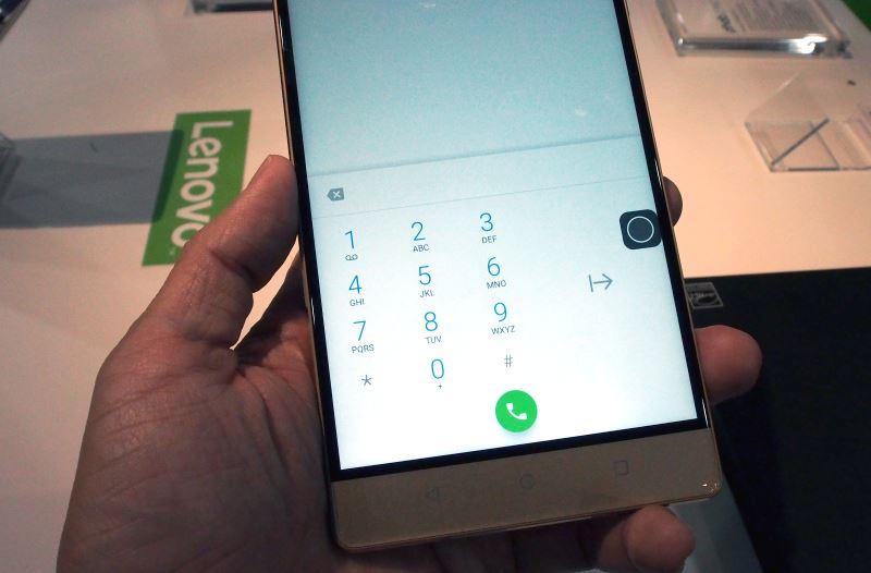 When enabled, the one-handed dialer can switch position from left to right based on which hand you're holding the phone with.